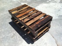 pallet table patio shelf in Camp Lejeune, North Carolina