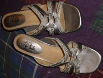 Life stride comfortable Sandals SZ8 in Fort Bragg, North Carolina